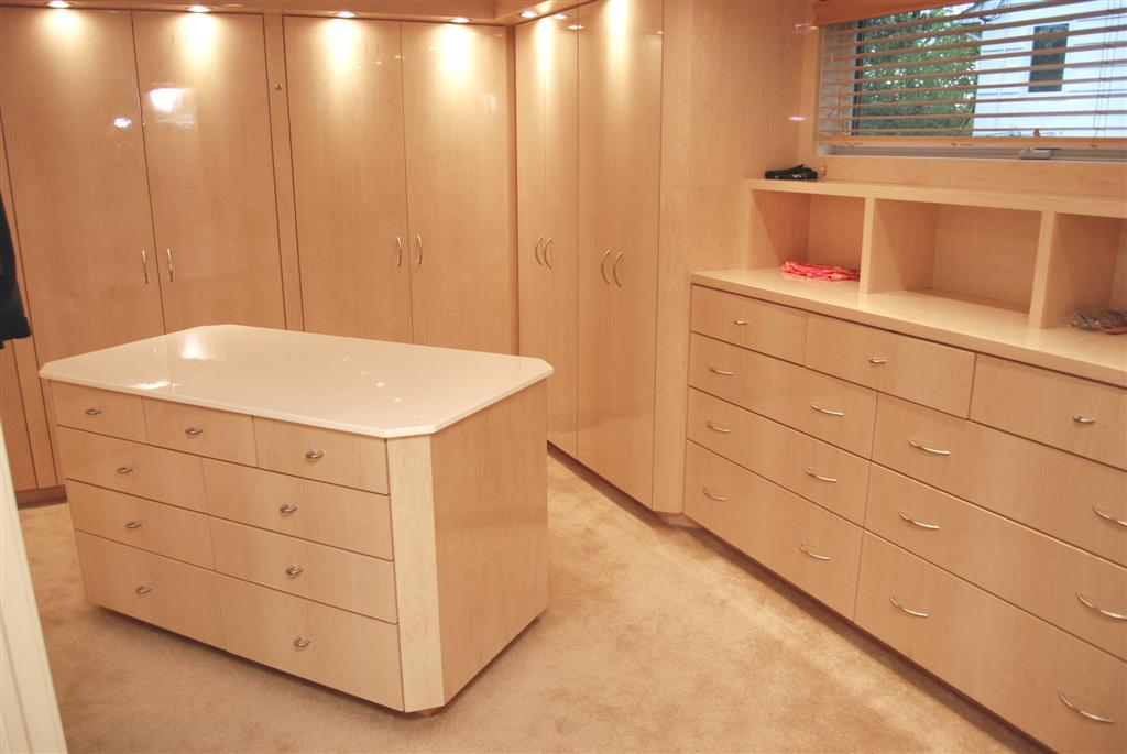 Custom Walk In Closet Cabinets By Graber