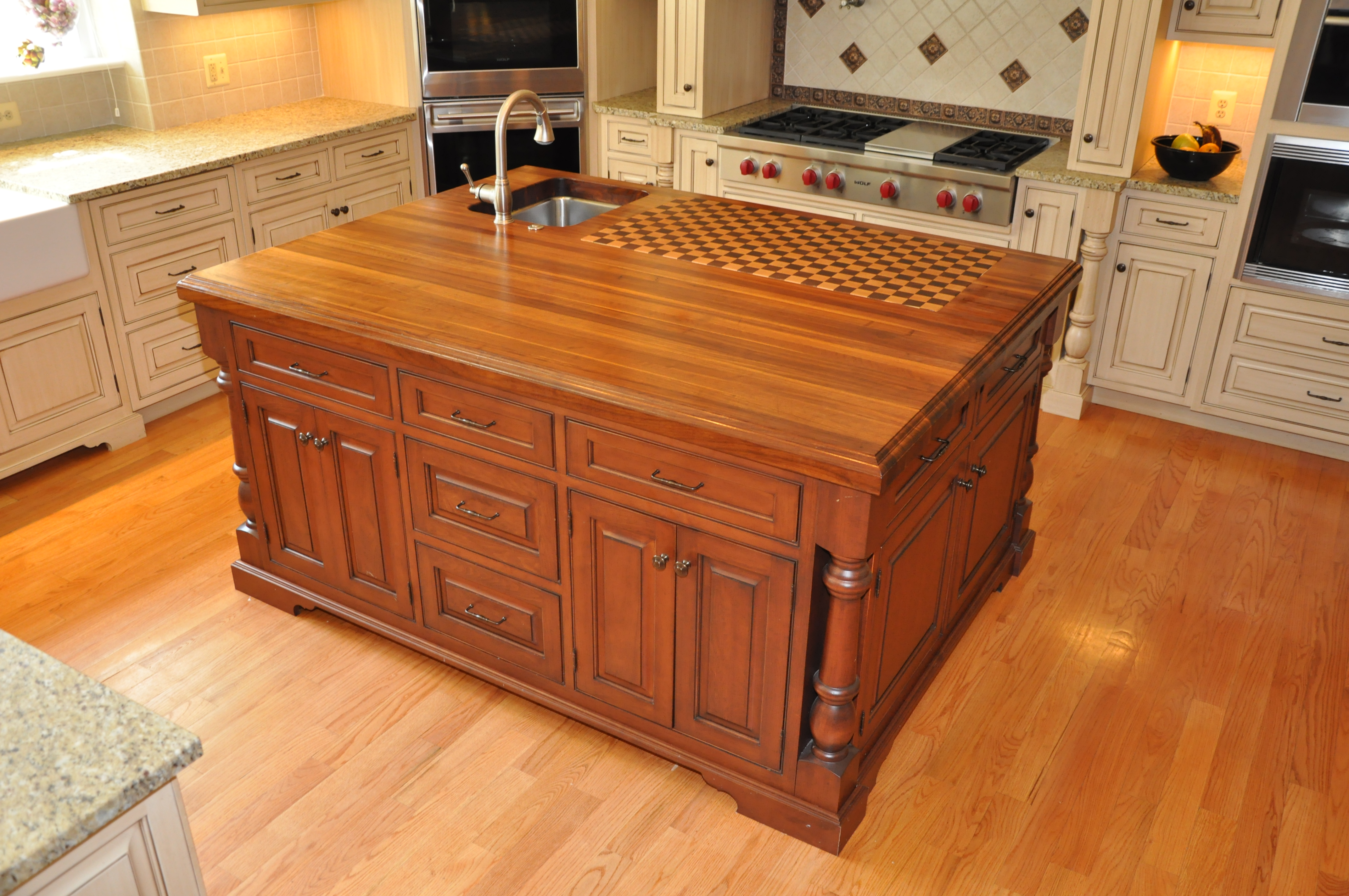 the trendy look of butcher block countertops cabinets by. Black Bedroom Furniture Sets. Home Design Ideas